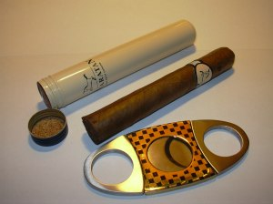 Cigar_tube_and_cutter