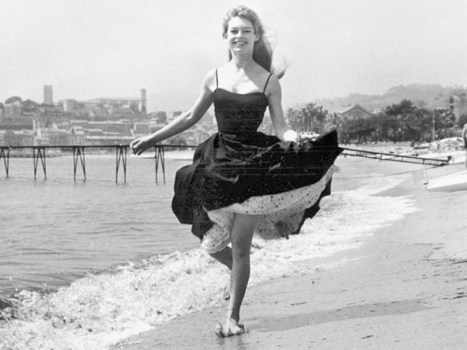 Festival-di-Cannes-10-dive-del-passato-in-10-bellissime-foto-vintage_oggetto_editoriale_850x600.jpg